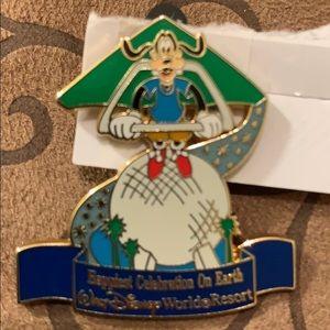 Disney World Goofy Epcot Soarin' Pin